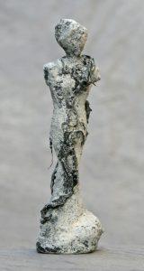 Klein vrouwtje grijs relief effect